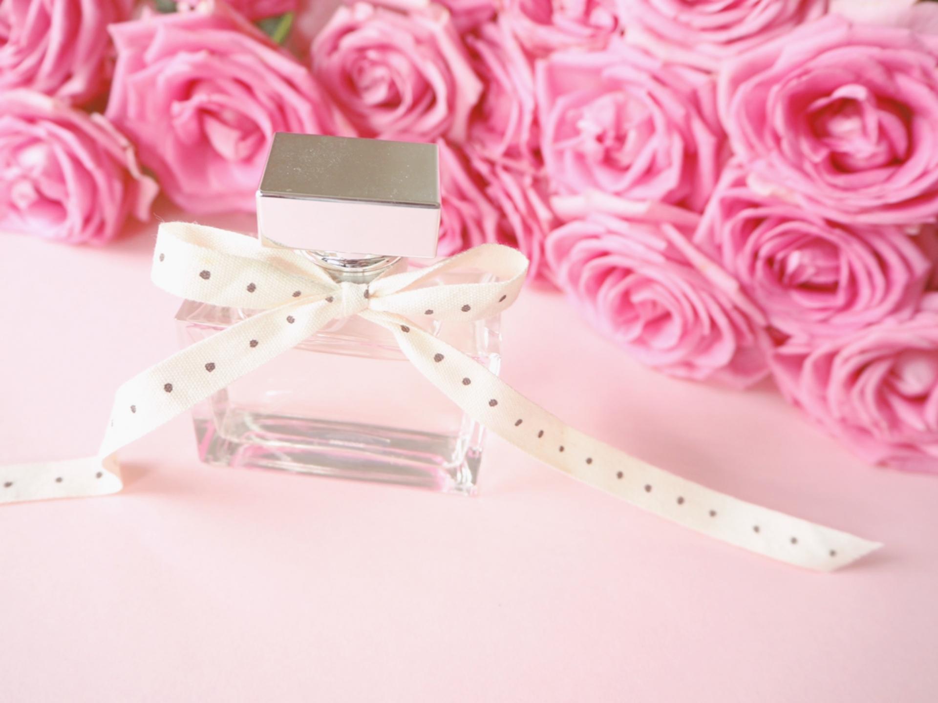 香水とバラ